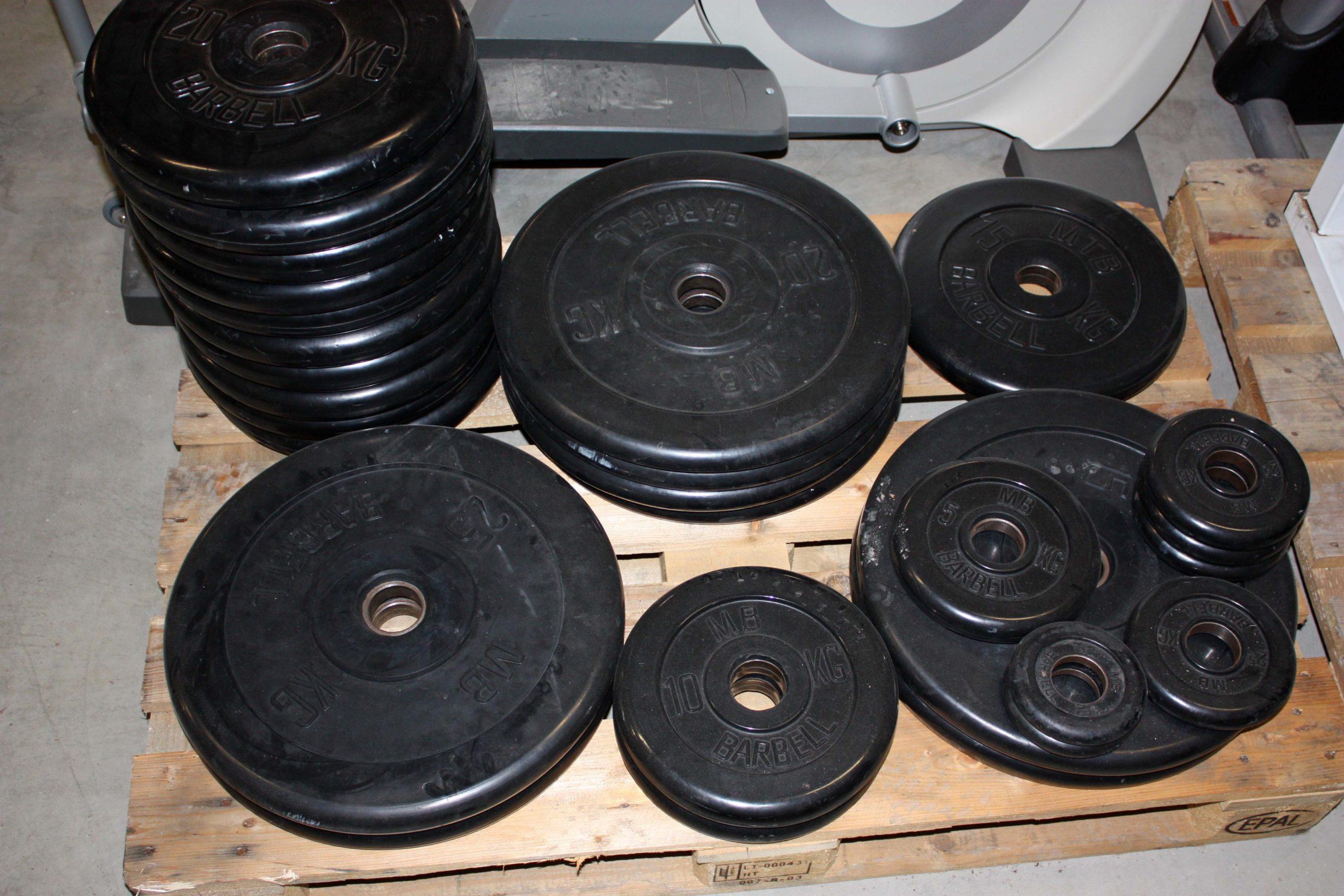 Kumitettuja levypainoja noin 370 kg